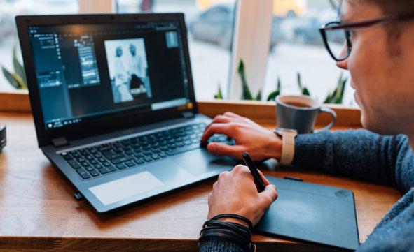 Devenir graphiste web : parcours et aptitudes