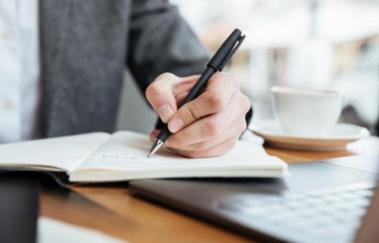 Faire son CV : Voici 4 astuces pour vous en sortir comme un pro